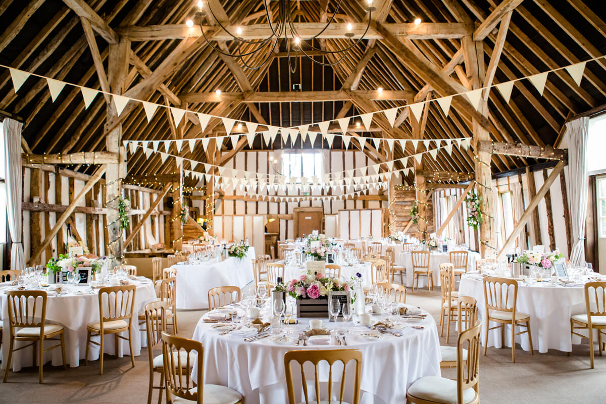 Barn-wedding-ideas-rustic-wedding-flowers-clock-barn