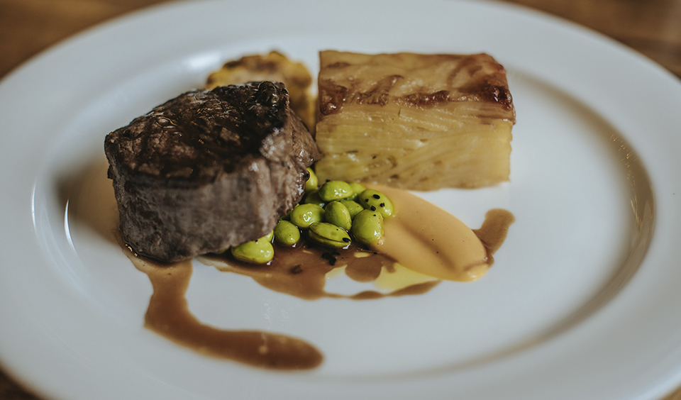 Guests enjoyed fillet of beef, dauphinoise potato, green peppercorn sauce and seasonable vegetables – wedding food