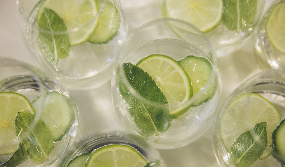 Refreshing mojitos are perfect for your spring wedding at Clock Barn in Hampshire